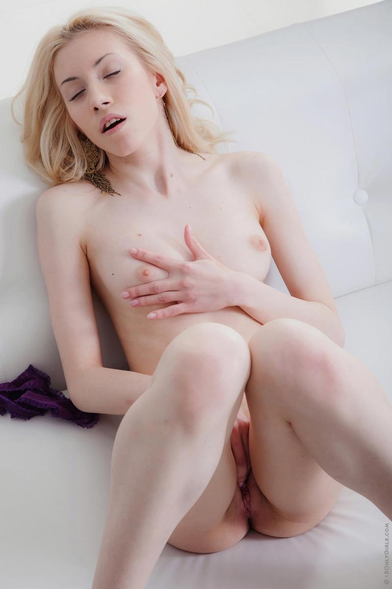Perfect skinny pussy