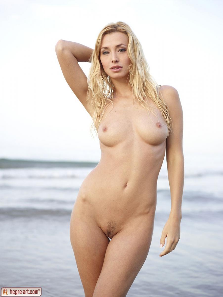 Nude naga chick nsfw comic