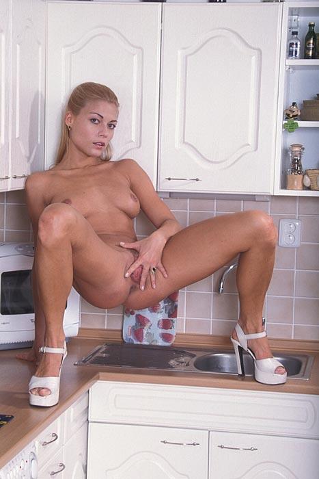 naked pregnant girl pics