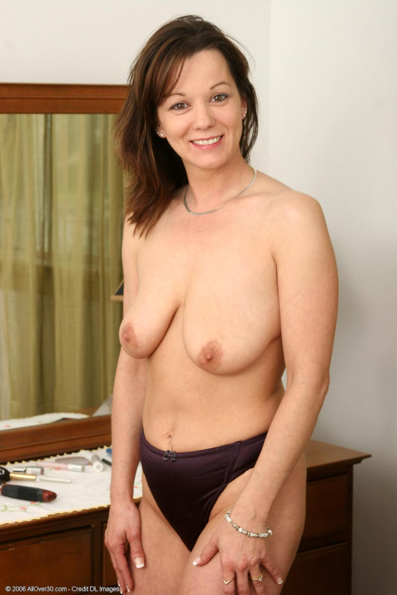 Milf naked in bedroom (2)