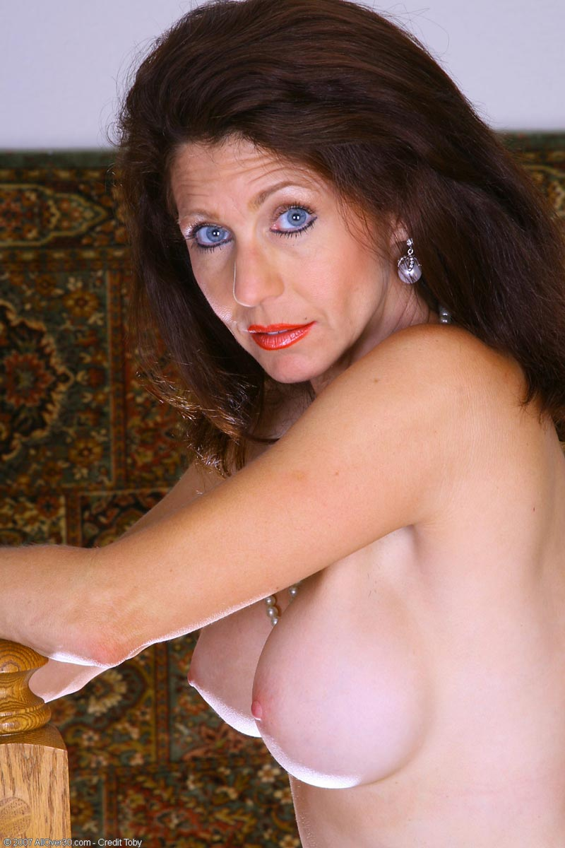 tight bodied brunette milf spreads shaved pussy