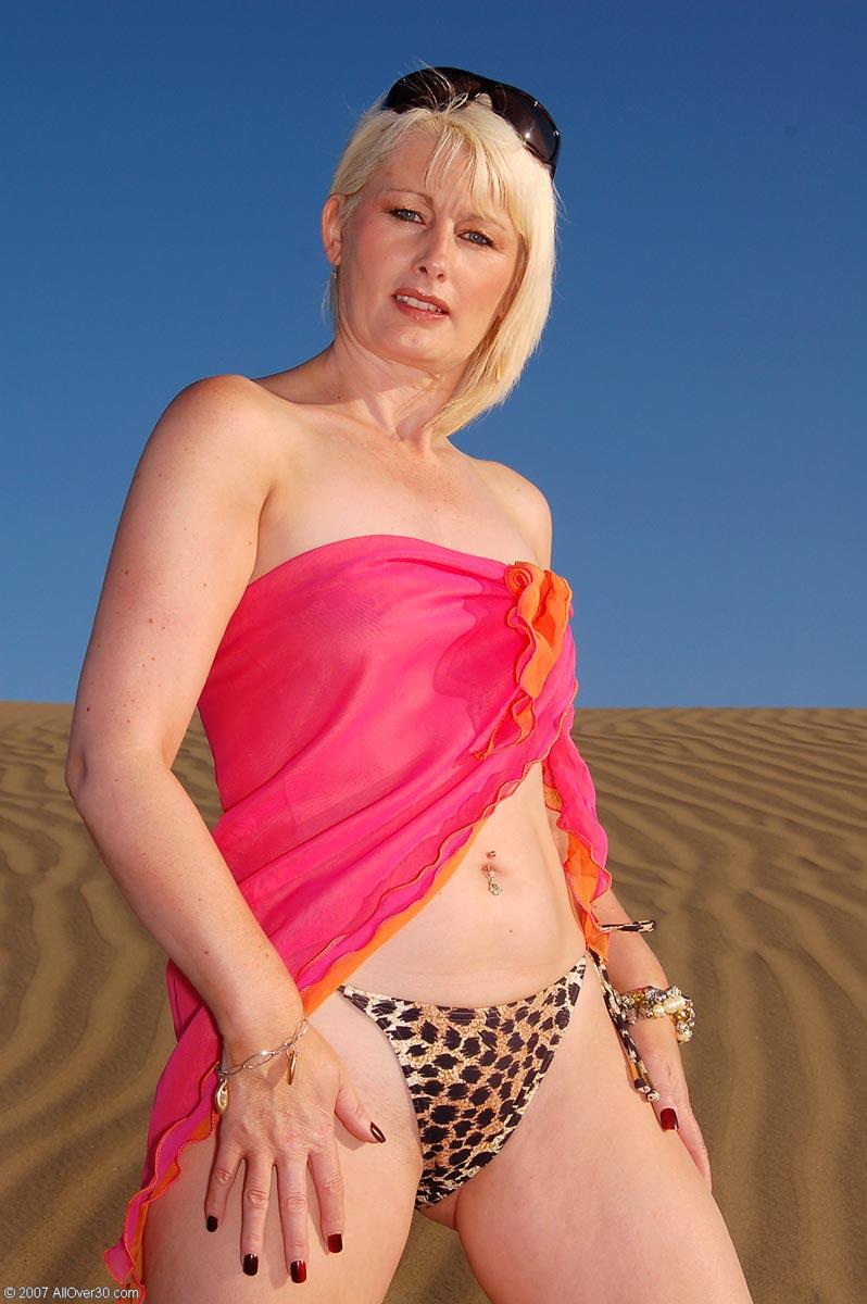 Nude hot milf desert