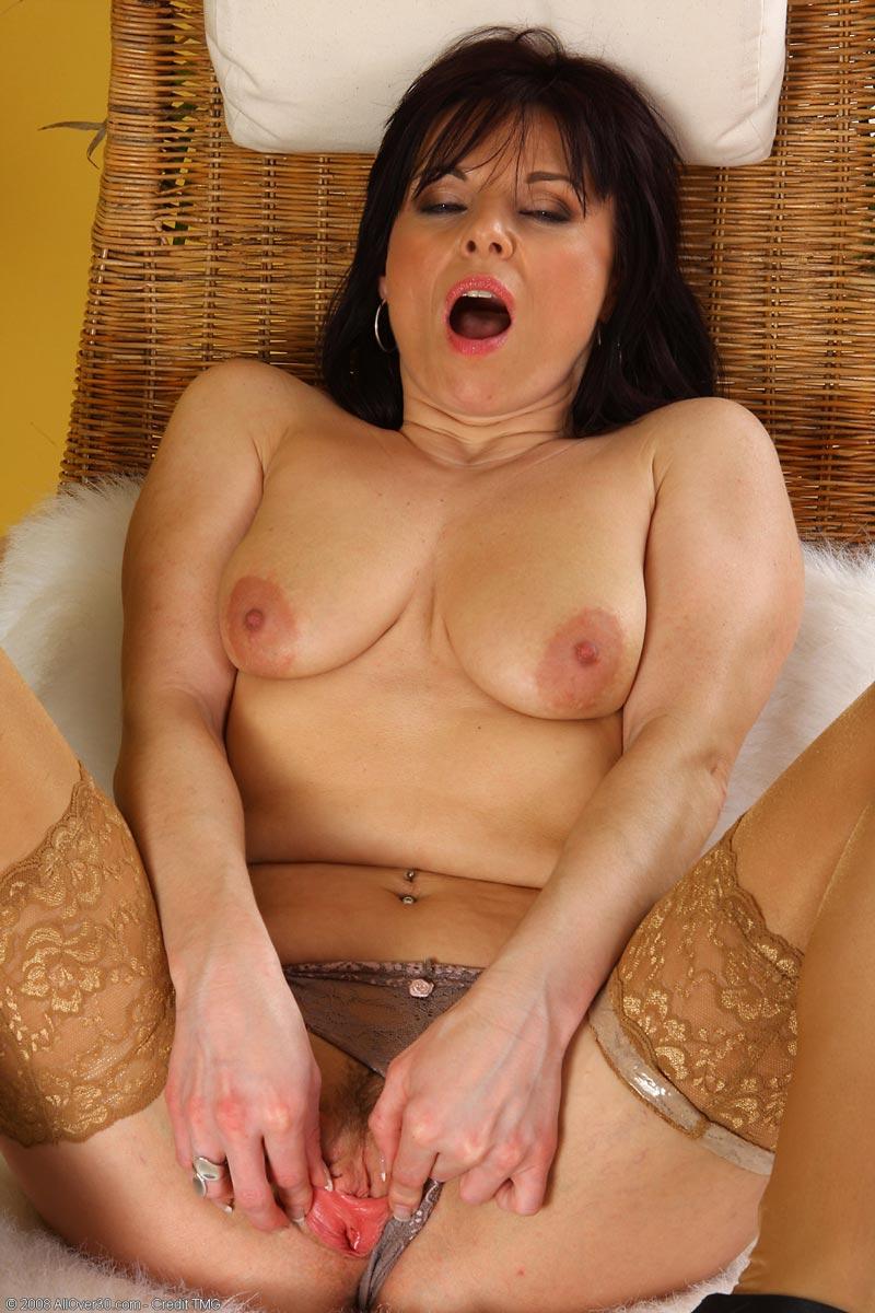 mature brunettes tgp