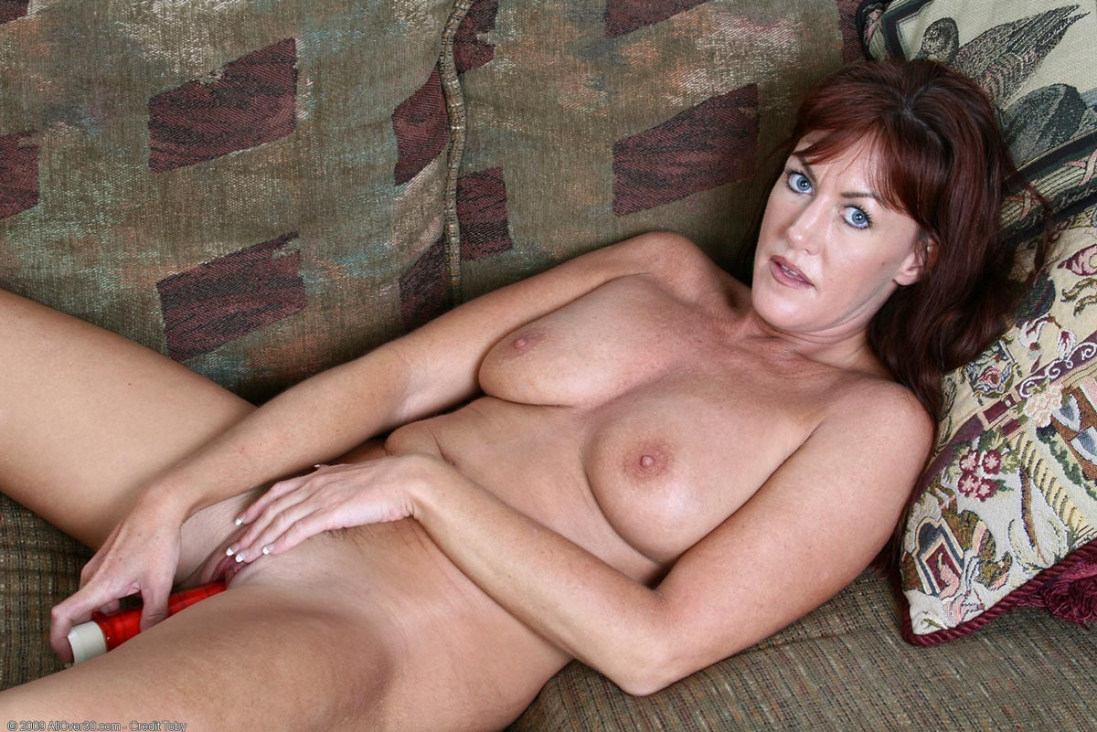 Nude wife misses her husband