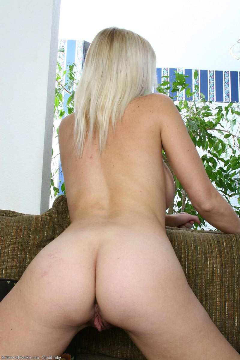 Awesome mature blonde 136smyt