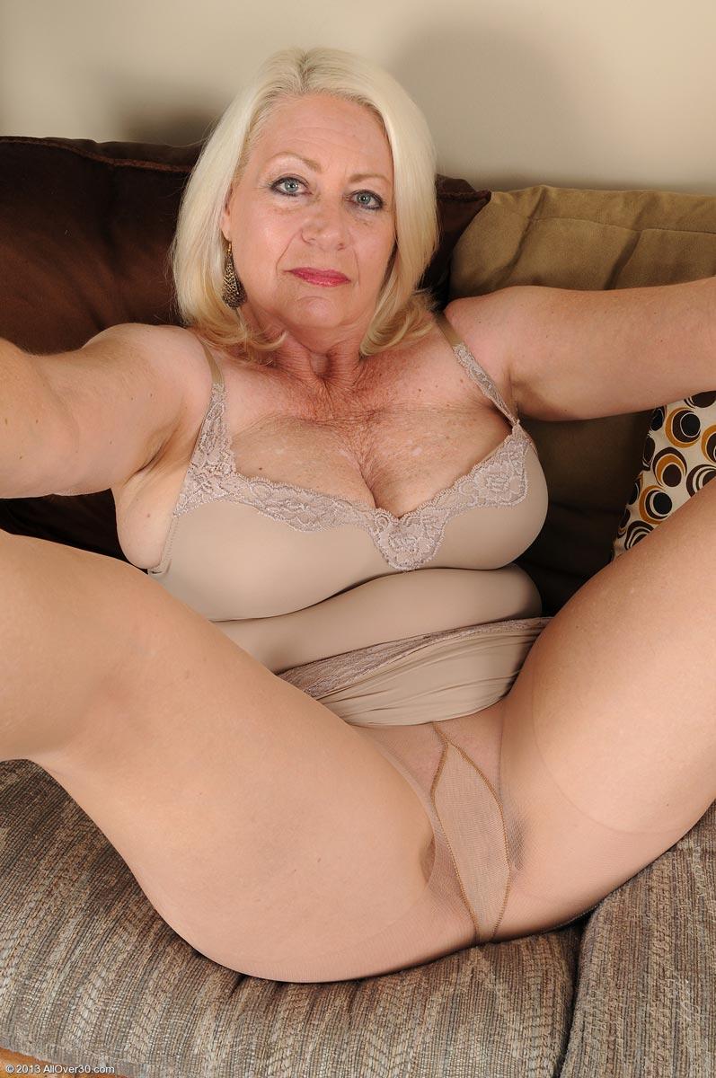 Mature ladies know how to satisfy men