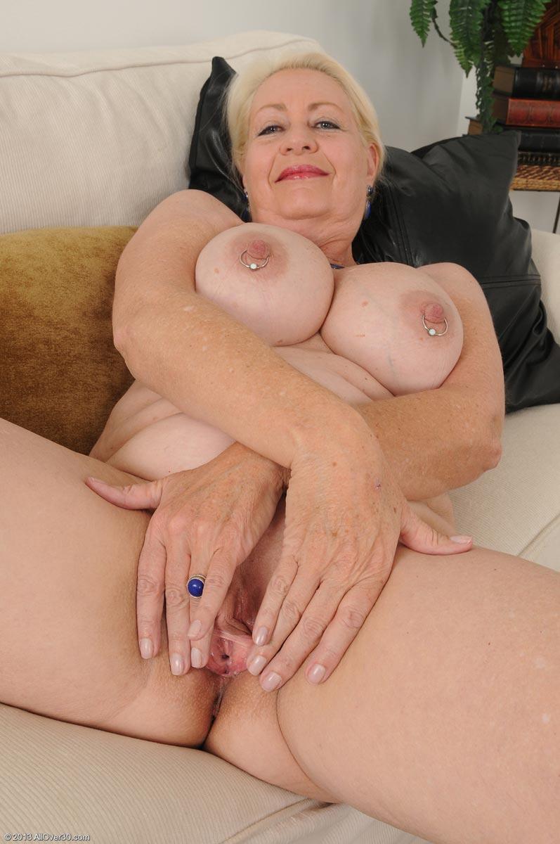 Horny mature tgp