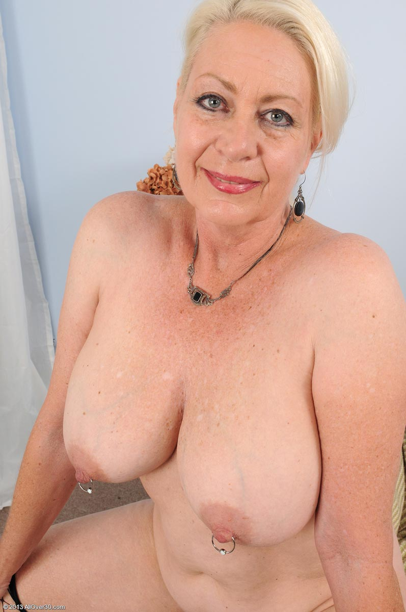 Horny and busty mature has two amazing and natural boobs 6