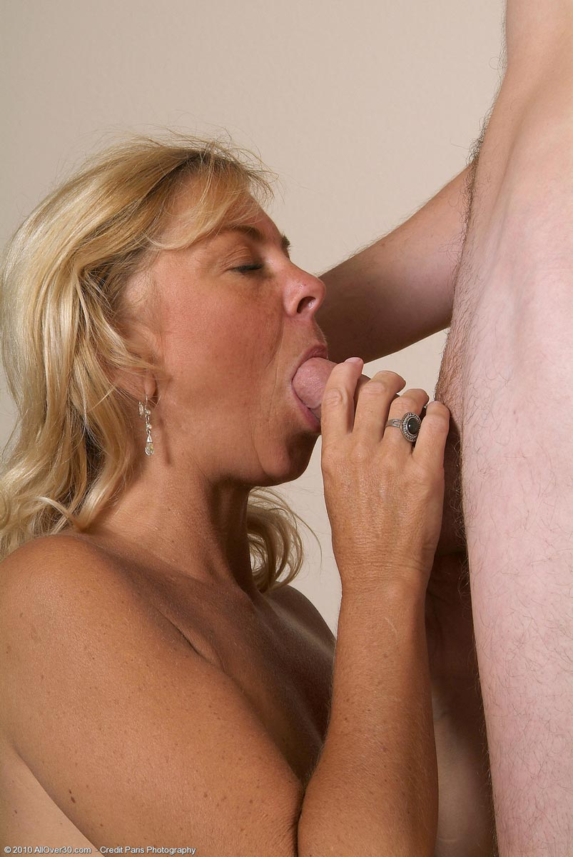 His sons piss she her pussy