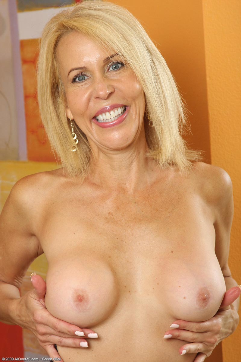 Hot sexy naked black milfs