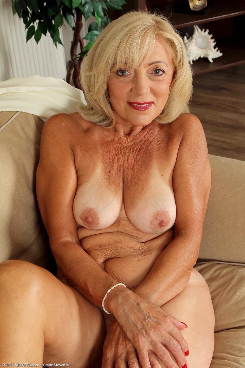 blond mature milfs