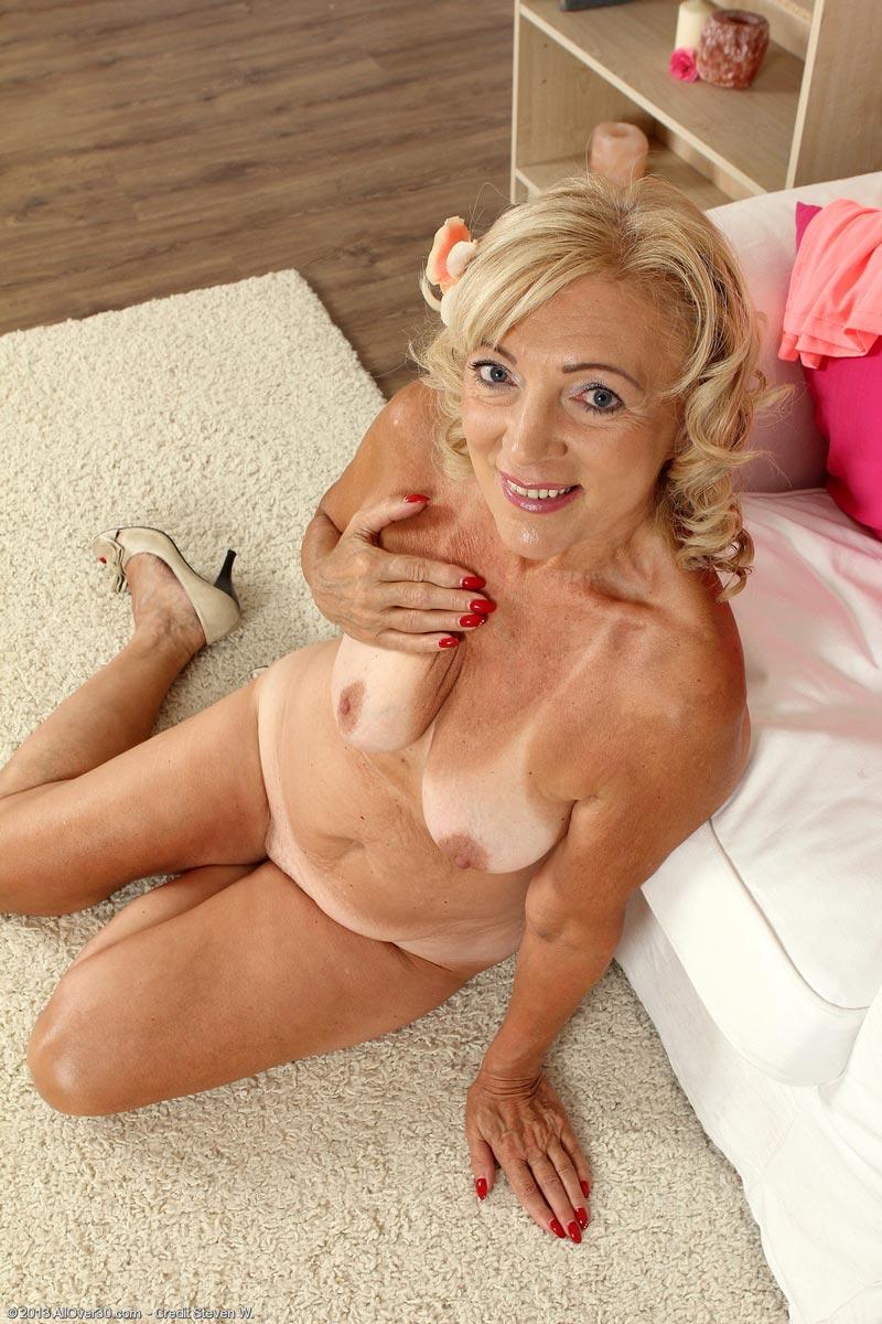 Can mature blonde milf tan lines