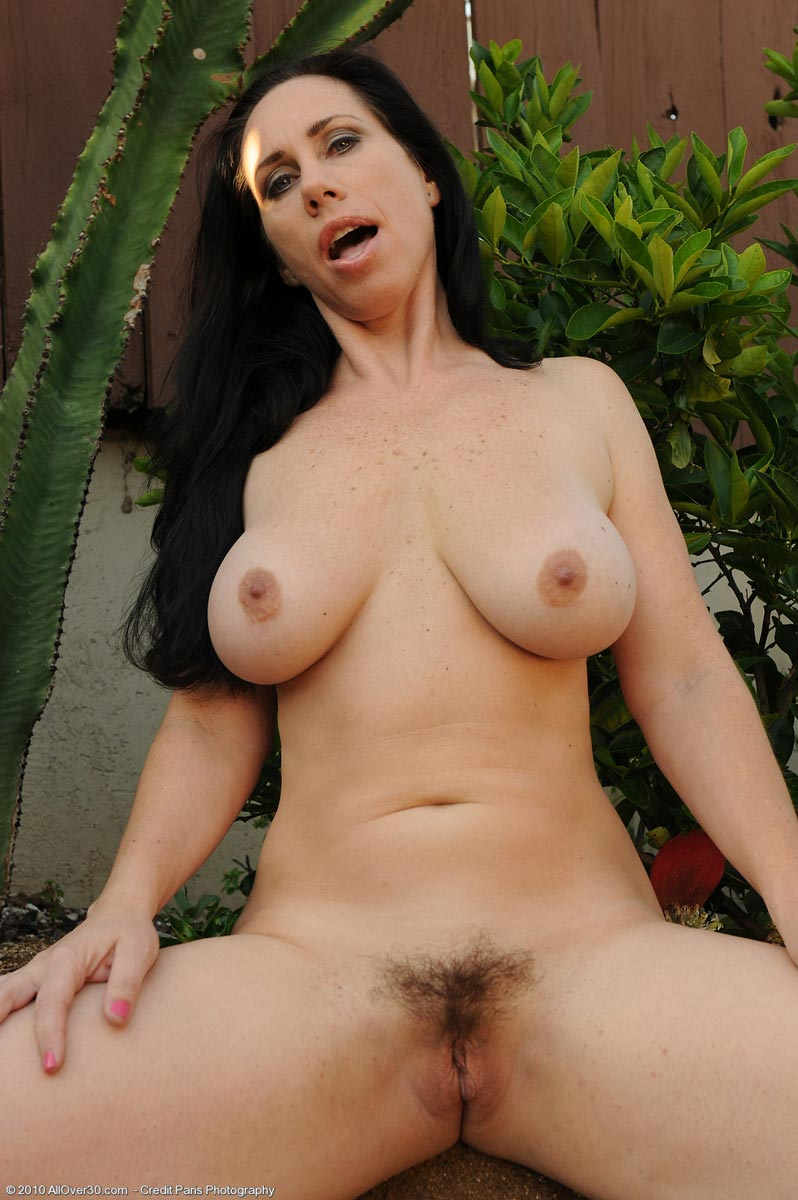 Brunete milf young old lesbian