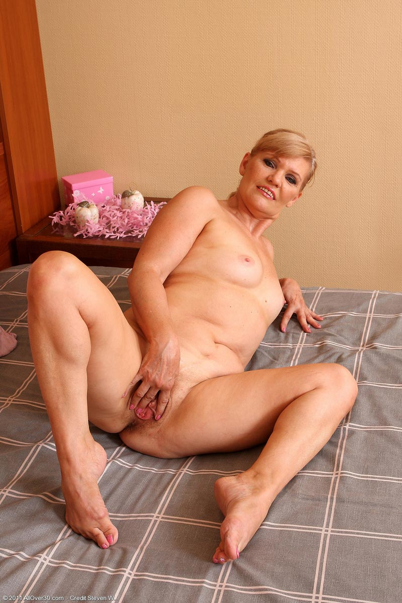jennifer love hewitt naked adult
