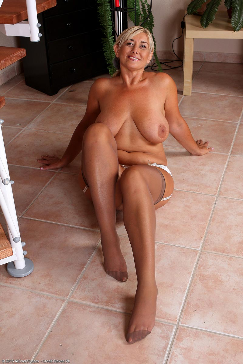 Mature Natural Tits Over