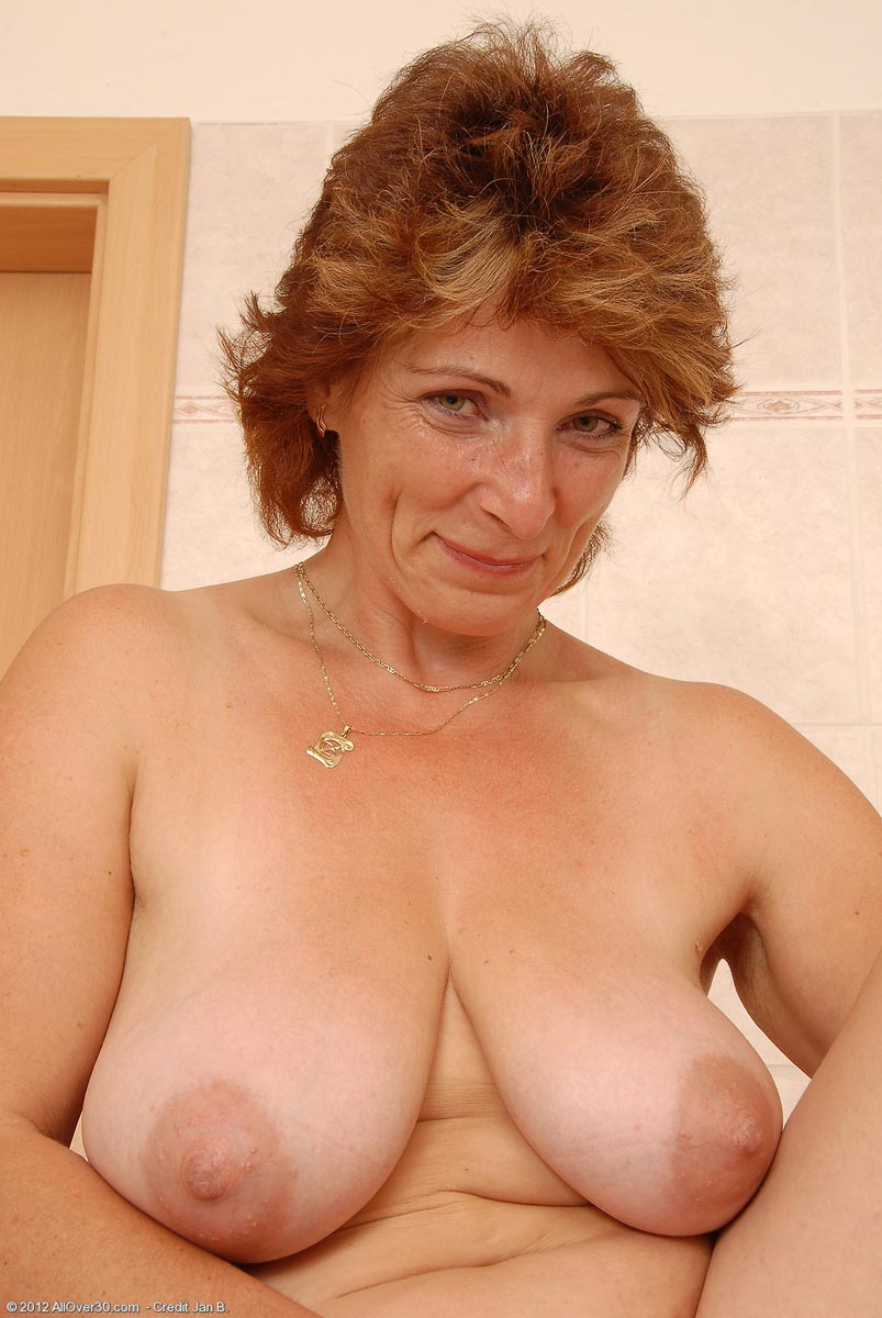 Milf bare feet and pussy