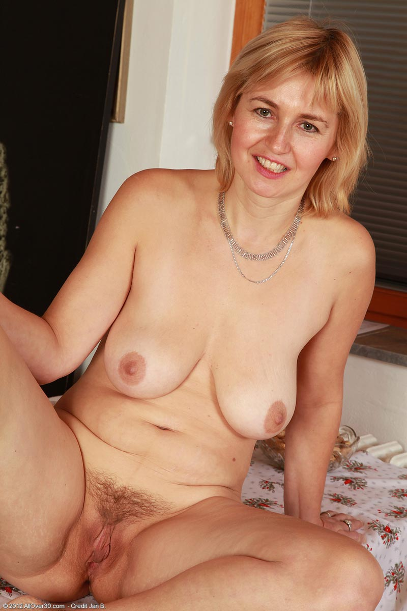 Horny and busty mature has two amazing and natural boobs 2