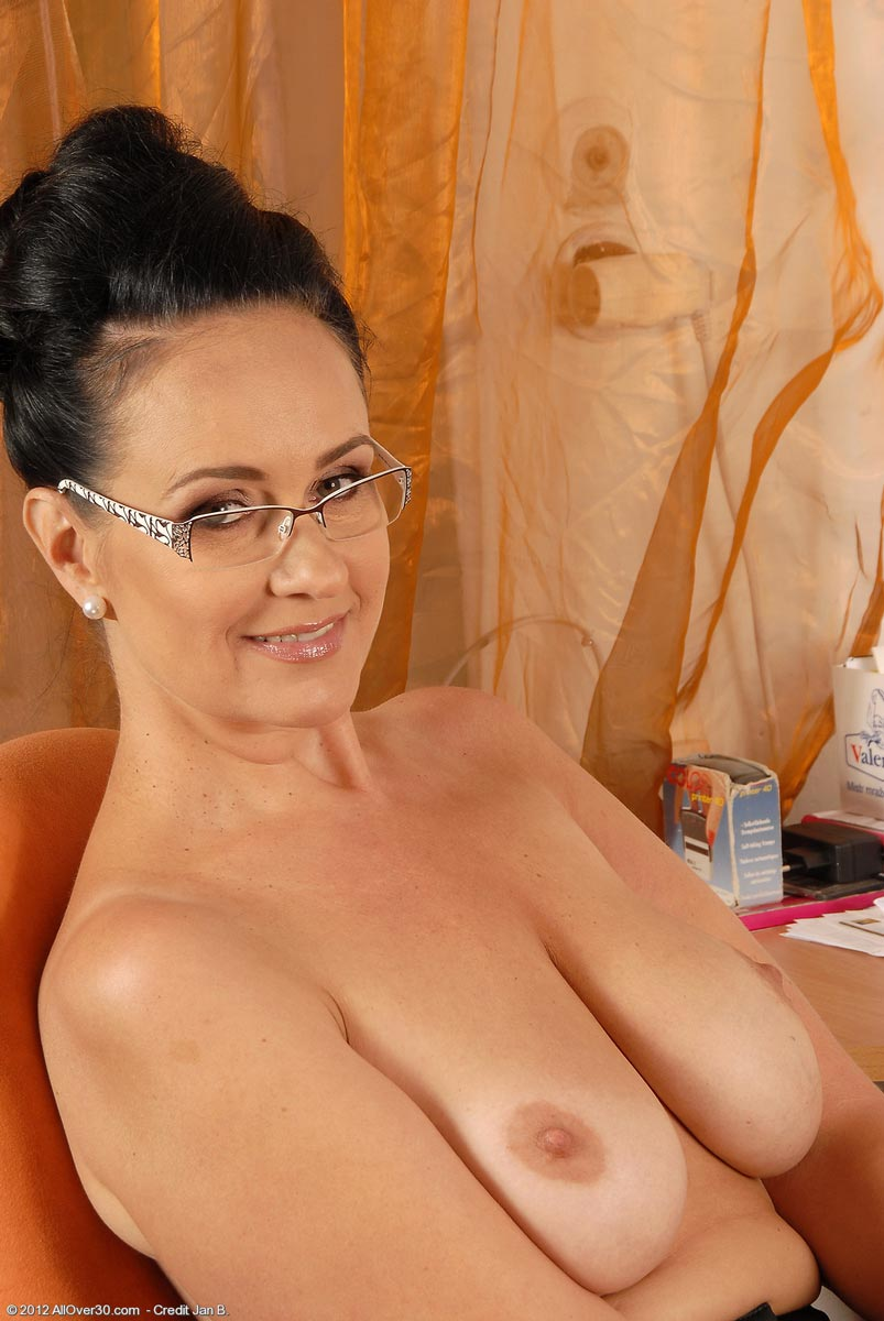Milf secretary ria black takes a break from accounting 8
