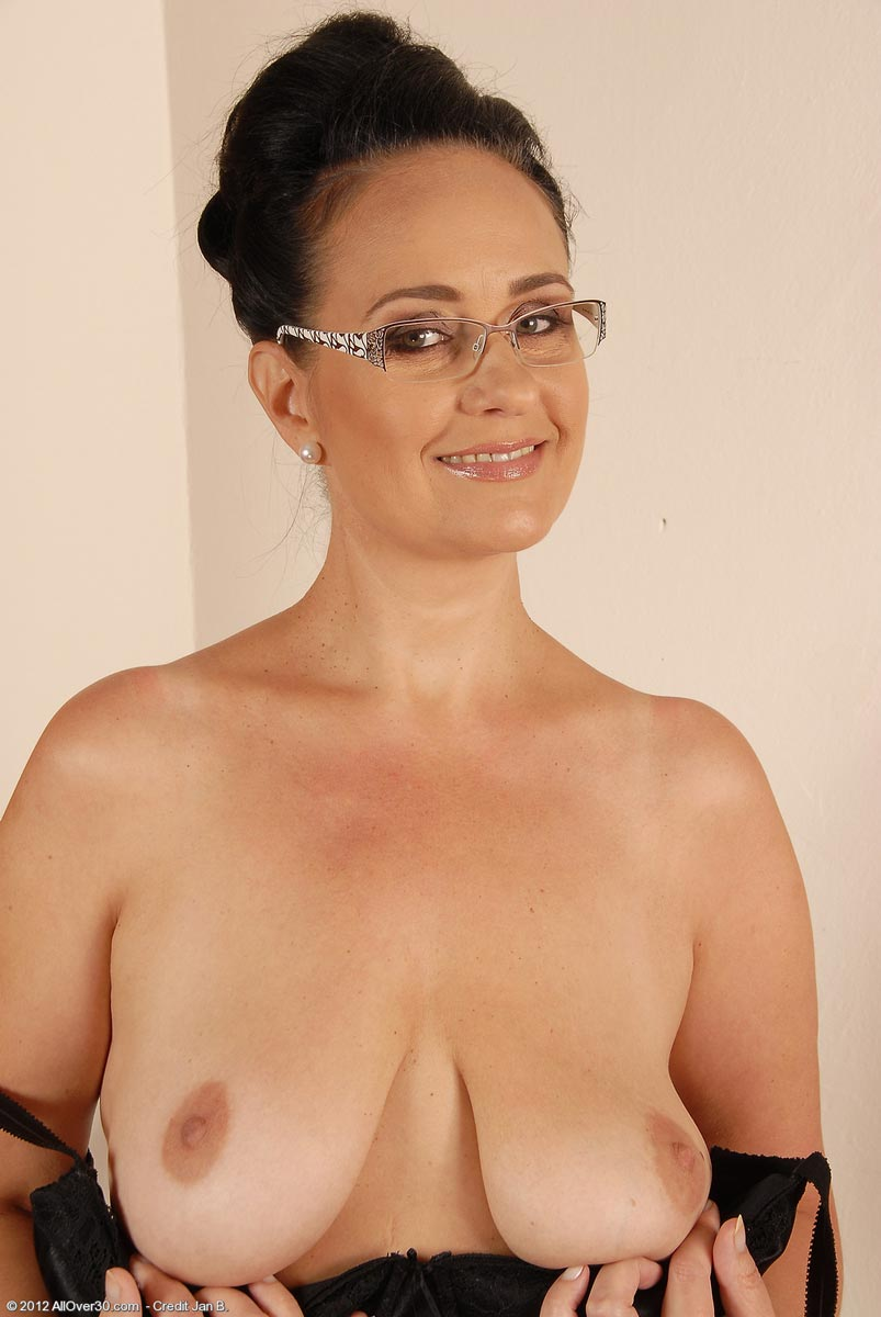 image Milf secretary ria black takes a break from accounting