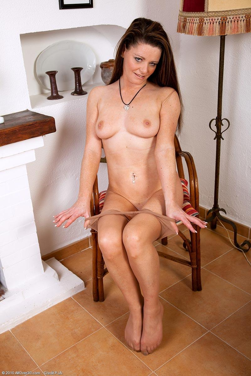 sexy nude young dark skin girl