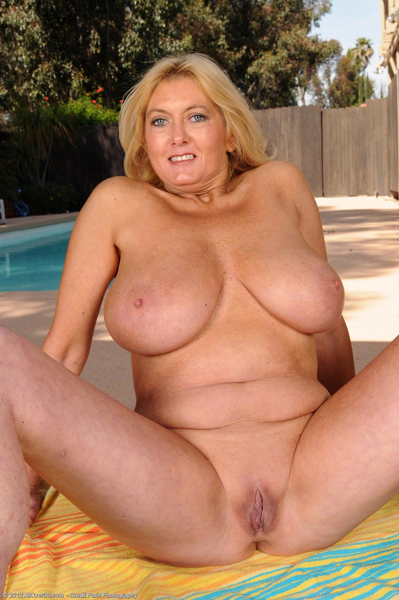 image Super hot blonde milf gives a footj