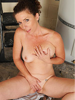 Hot natural mature masturbates in the basement from All Over 30