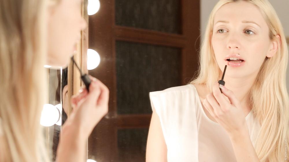Miriama Kunkelova - Hot horny blonde teen rubs her pussy - Pichunter