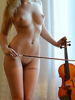 Hot nude blonde violinist exposed